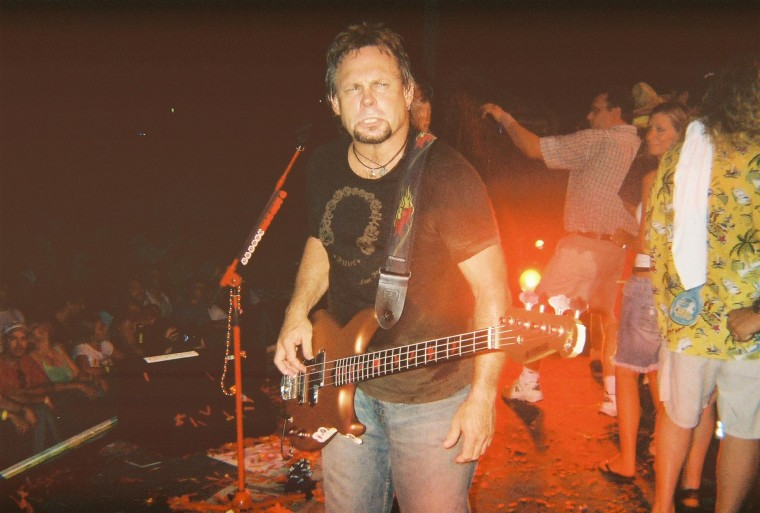 Onstage Walk - Michael Anthony - Livin it Up Tour KC July 2006