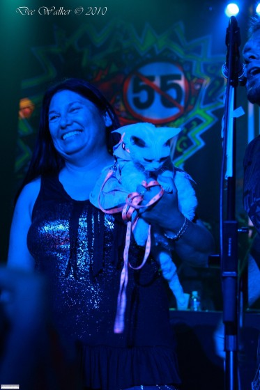 Mona's Cat Doesn't freak out on Stage