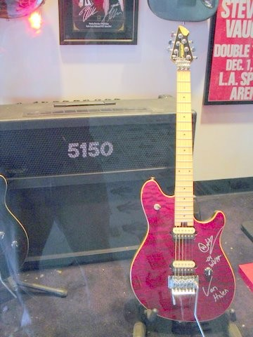 Ed's Guitar in Hollywood, Guitar walk