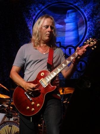 Jerry Cantrell Plays The Birthday Bash