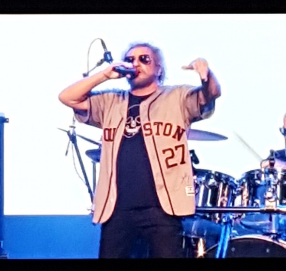 GREAT SHOW!!!!!!!!   ROCKING HOUSTON ASTROS JERSEY!!!!!!!