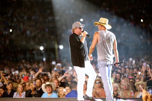 Sammy joins Kenny Chesney at Levi's Stadium
